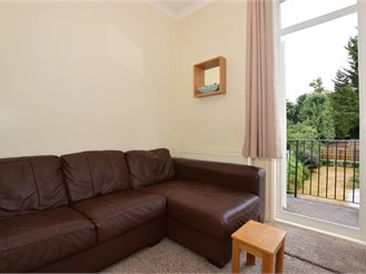 1 bedroom first floor converted flat in Purley