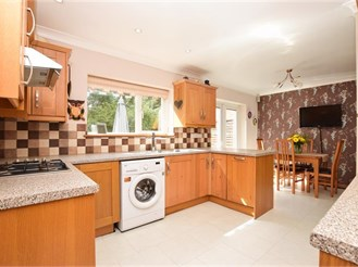 3 bed semi-detached house in Redhill