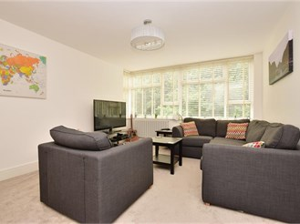 2 bedroom first floor flat in Dorking