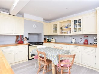 5 bedroom semi-detached house in Partridge Green, Horsham