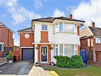 4 bedroom detached house in Reigate