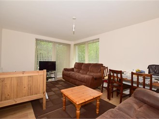 2 bedroom second floor apartment in Three Bridges, Crawley