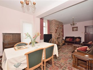 5 bedroom detached house in Portsmouth