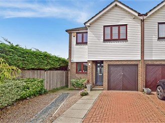 3 bedroom semi-detached house in Sidcup
