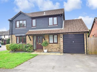 4 bedroom detached house in Tangmere, Chichester