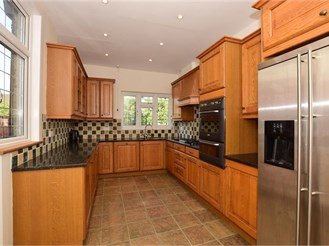 4 bedroom semi-detached house in Sutton