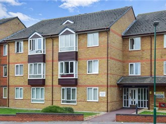 1 bedroom ground floor retirement flat in Sutton