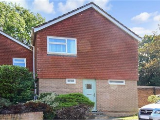 3 bedroom end of terrace house in Coulsdon