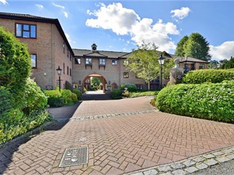2 bedroom first floor retirement flat in Reigate