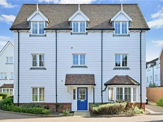 4 bedroom detached house in Chichester