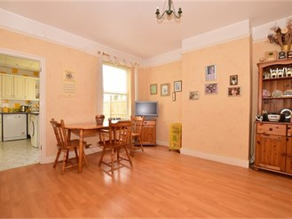 2 bedroom terraced house in Erith