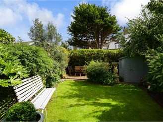 4 bedroom semi-detached house in Hove