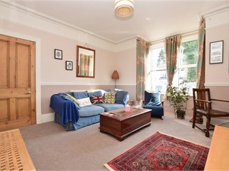 2 bedroom ground floor converted flat in Sutton