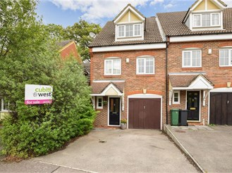 4 bedroom end of terrace house in Reigate