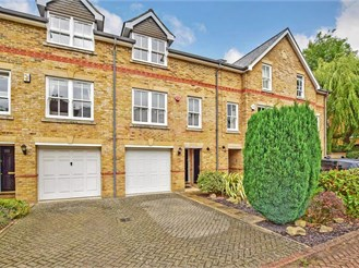 4 bedroom town house in Reigate