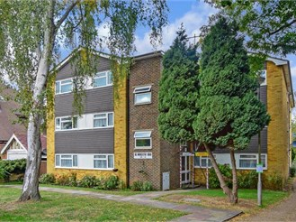 1 bedroom top floor flat in Sutton