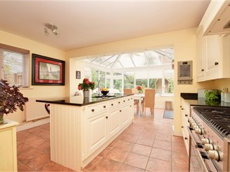 4 bedroom detached house in Dorking