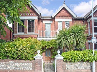4 bedroom semi-detached house in Worthing
