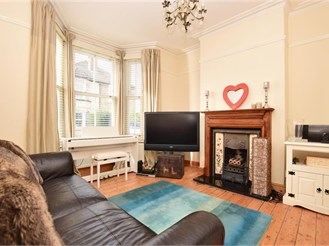 2 bedroom end of terrace house in Caterham