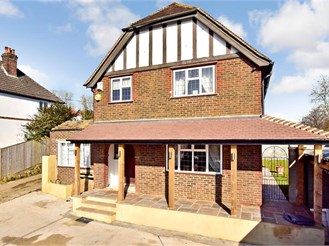 3 bedroom detached house in Coulsdon