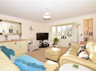2 bedroom first floor flat in Whyteleafe