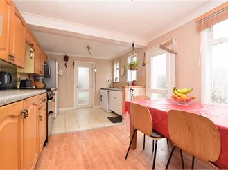 3 bedroom semi-detached house in South Norwood