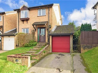 3 bedroom detached house in Tollgate Hill, Crawley