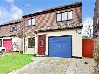 4 bedroom detached house in Burgess Hill