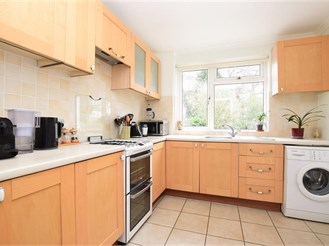 2 bedroom semi-detached house in Reigate