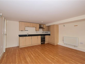 1 bedroom lower-ground floor flat in Banstead