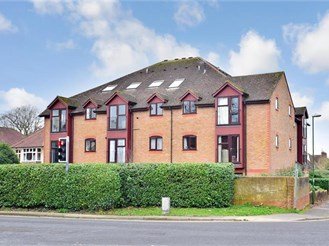 1 bedroom top floor apartment in North Parade, Horsham