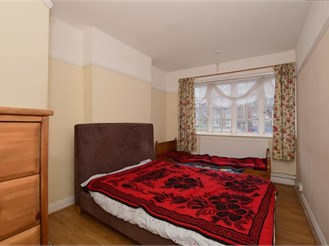 2 bedroom first floor converted flat in Purley