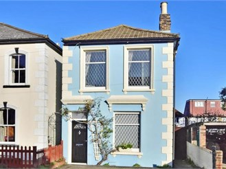2 bedroom detached house in Sutton