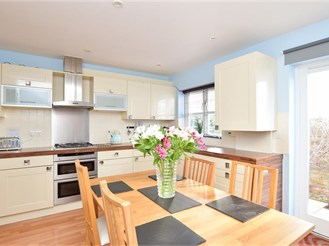 3 bedroom town house in East Grinstead