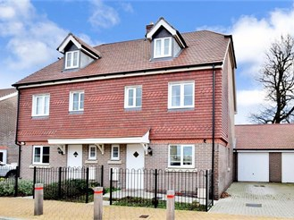 4 bedroom semi-detached house in Horsham