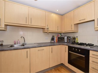 2 bedroom top floor flat in Banstead