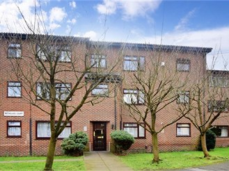 1 bedroom first floor retirement flat in Purley