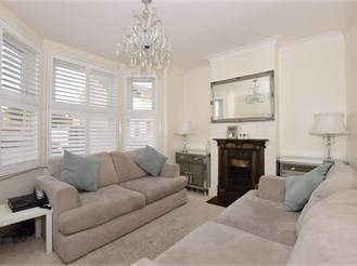 3 bedroom semi-detached house in Mitcham