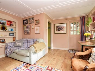 4 bedroom semi-detached house in Cranleigh