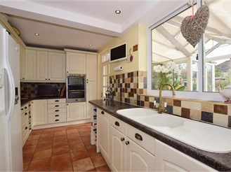 3 bedroom end of terrace house in Carshalton