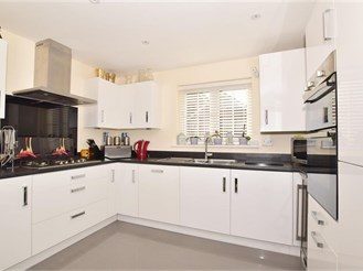 4 bedroom detached house in Faygate, Horsham