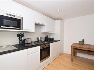 2 bedroom lower-ground floor apartment in Purley