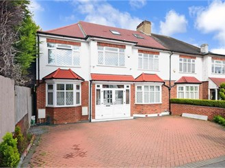 7 bedroom semi-detached house in Wanstead