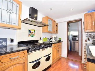 2 bedroom semi-detached house in Lingfield