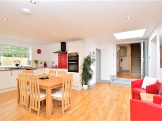 4 bedroom detached bungalow in Southwater, Horsham