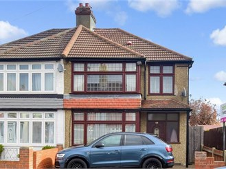 3 bedroom semi-detached house in Croydon