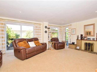 4 bedroom detached house in Southgate, Crawley