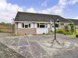 2 bedroom bungalow in Southwater, Horsham
