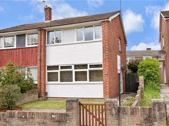 2 bedroom semi-detached house in Havant