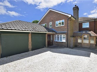 4 bedroom detached house in Fittleworth
